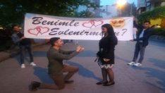 Genç aşıktan sürpriz evlenme teklifi