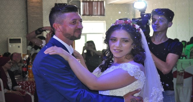 Düğünlerini ertelediler, mutluluklarını ertelemediler