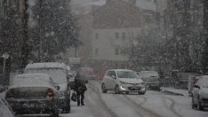 Eskişehir'de lapa lapa kar yağışı!