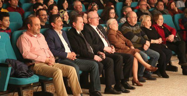 Başkan Kurt sanayi esnafıyla tiyatro izledi