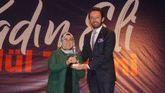 Ayten Usta, yılın kadın iş insanı ödülünü aldı