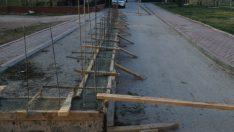 Sokak ortasında inşaat temeli!