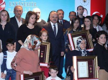 Şehit ve gazi ailelerine Devlet Övünç Madalyaları takdim edildi