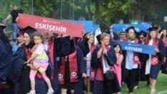 Açıköğretim öğrencileri mezuniyet sevinci yaşadı