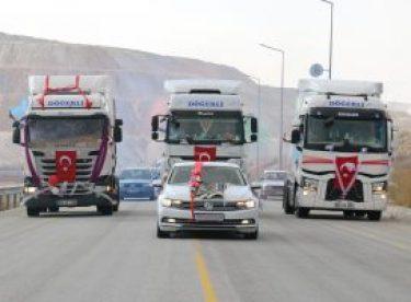 Tır şoförünün düğününde renkli konvoy