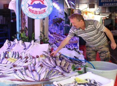 Denizi olmayan Eskişehir'deki balık tezgâhları da şenlendi