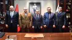 Eskişehirspor'un yeni yöneticileri Başkan Ahmet Ataç'ı ziyaret etti