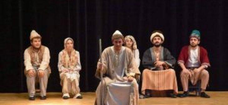 Eskişehir Anadolu Üniversitesi 'Sui Generis Tiyatro' Gemlik seyircisi ile buluştu
