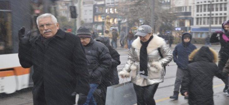 Eskişehir'de aynı gün karlı ve güneşi hava şaşırttı