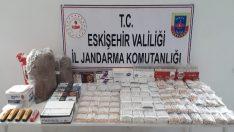 Jandarma ekipleri kaçak sigara üretimi yapan 2 şüpheliyi yakaladı