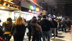 Eskişehir'de öğrenciler metrelerce bilet kuyruğu oluşturdu