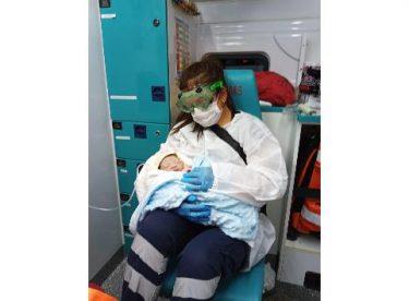 Dünyaya ambulansta 'merhaba' dedi