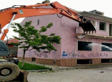 Metruk ve riskli binalar tek tek yıkılıyor