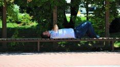 Sıcaktan bunalan vatandaşların serinleme çabaları