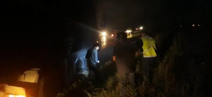 Seyir halinde alev alan kamyonu jandarma trafik ekipleri son anda kurtardı