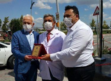 Eskişehir'in kıdemli doktoru Bilen Özel emekli oldu