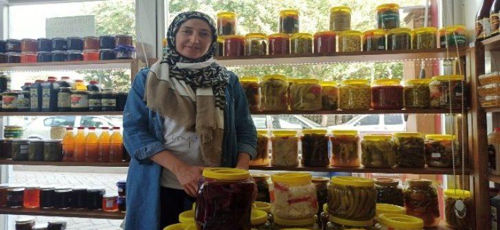Ankara'dan gelen ürünlerle kurulan turşular Eskişehir'de yok satıyor