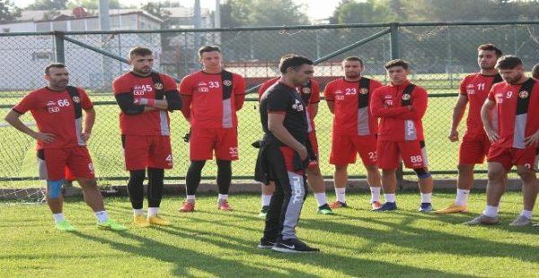 Eskişehirspor'da Mustafa Özer ile yollar ayrıldı