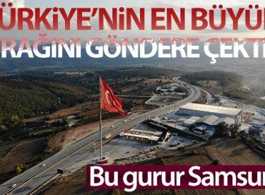 Türkiye'nin en büyük bayrağını göndere çekti