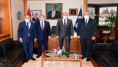 Emekli Büyükelçi Kılıç ve beraberindeki Azerbaycan heyeti Rektör Erdal'ı ziyaret etti