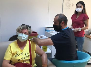 Bakan Koca'dan aşı paylaşımı