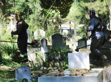Mezarlıklarda bayram temizliği yapıldı